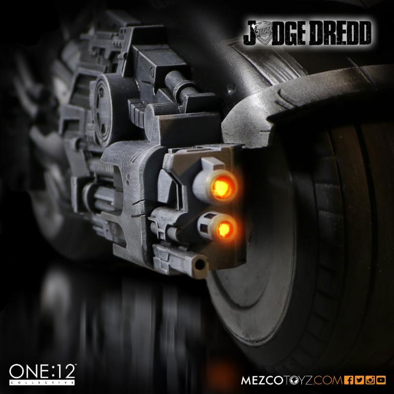 judge_dredd_mezco_1