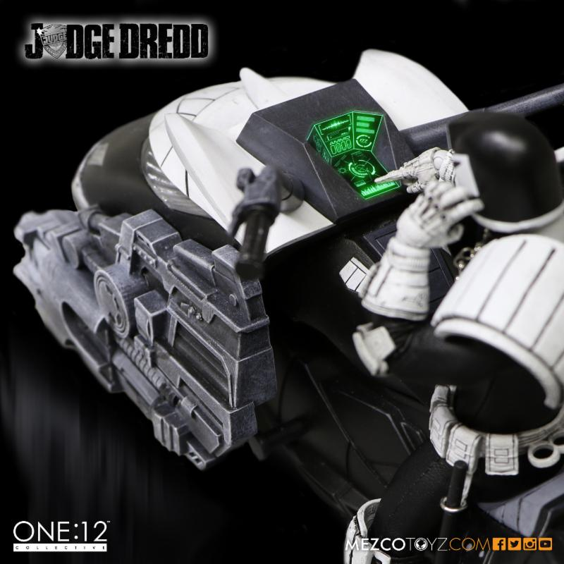 judge_dredd_mezco_2
